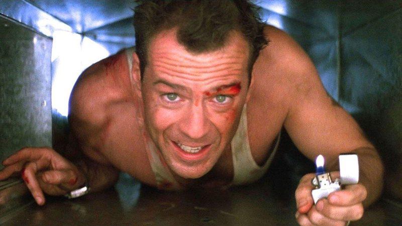 Bruce Willis em cena de 'Duro de Matar', clássico americano do filão policial