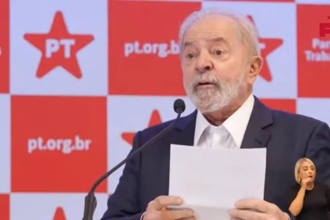 O ex-presidente Luiz Inácio Lula da Silva concede entrevista coletiva em Brasília